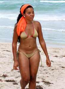 angela-simmons-beach-body-chain-the-jasmine-brand